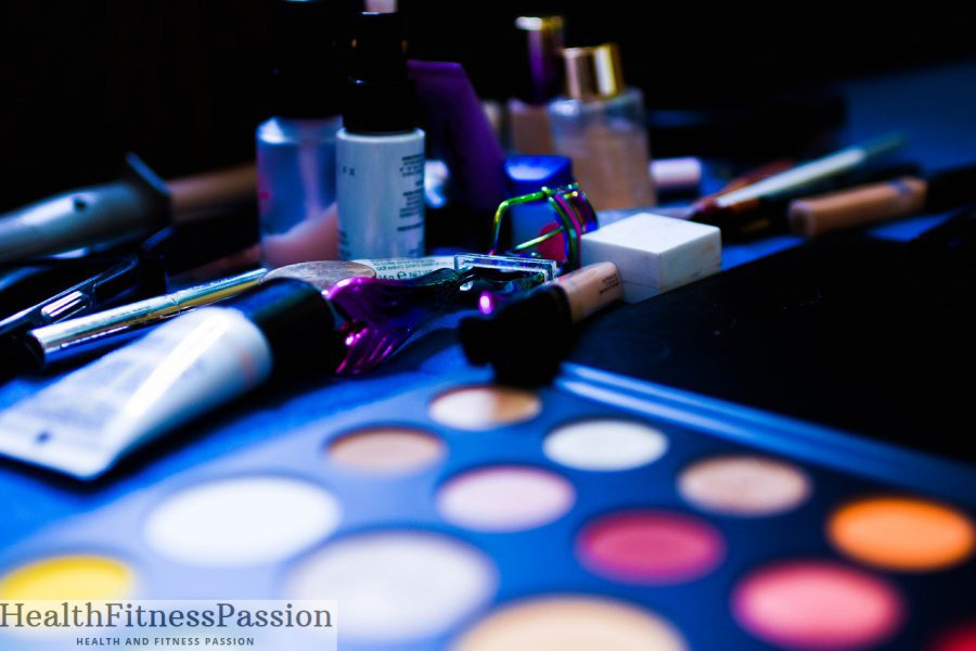 7 COMMON MAKEUP ITEMS POISONING YOUR BODY